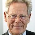 """Prof. Hans Kueng, aufgenommen am  6. Oktober 2004 auf der Buchmesse in Frankfurt am Main. Der katholische Theologe Hans Kueng hat sich enttaeuscht ber die Wahl von Kardinal Joseph Ratzinger zum neuen Papst geaeuert. Seine erste Reaktion sei """"eine grosse Enttaeuschung"""" gewesen, sagte Kueng am Mittwoch 20. April 2005 im ARD-Morgenmagazin. Er haette viele Namen gekannt, die """"besser gewesen waeren"""". (KEYSTONE/AP Photo/Michael Probst)"""